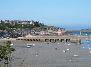 Die kilometerlangen Austernbänke breiten sich direkt vor dem Strand aus und bei Ebbe kann man deren Bewirtschaftung bewundern. Der Ort selbst teilt sich in zwei Zentren.