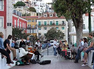 Lissabon betört mit dem Charme vergangener Zeiten und ist doch zugleich eine weltoffene, moderne und dynamische Metropole.