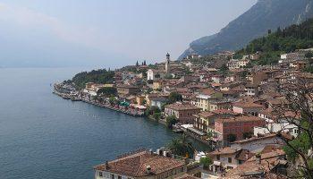 Die wunderschöne Lage am Rand der Alpen macht den Gardasee ebenso zu einem beliebten touristischen Ziel wie die Vielfältigkeit der Landschaft