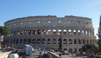 Das quirlige Leben auf den Straßen und Plätzen Roms macht einen Bummel durch die Innenstadt zu einem Erlebnis, das man nicht vergisst.